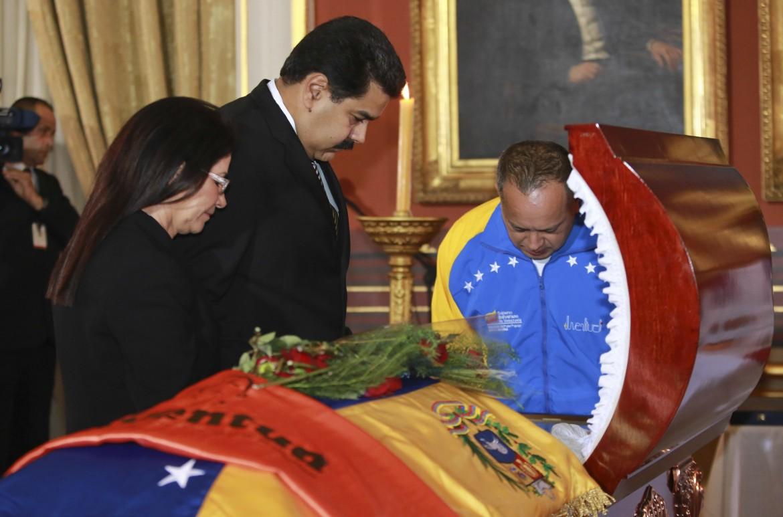 Venezuela, Maduro, Flores e Cabello ai funerali di Robert Serra