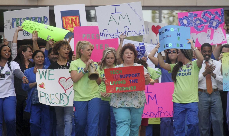 Manifestazione di infermiere davanti al Texas Presbyterian Hospital di Dallas (Usa)