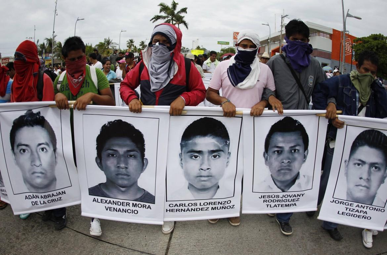 Messico, protestano i famigliari degli studenti scomparsi