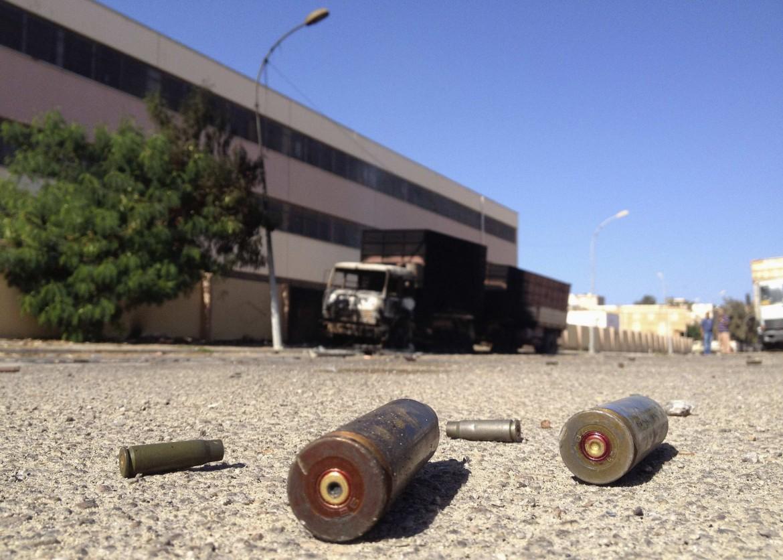 Una strada di Bengasi, ieri, dopo la battaglia