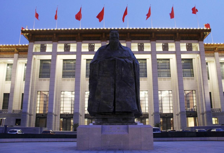 La statua di Confucio rimossa dalla Tiananmen a Pechino