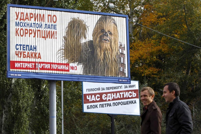 Cartelloni satirici sulle elezioni parlamentari in Ucraina