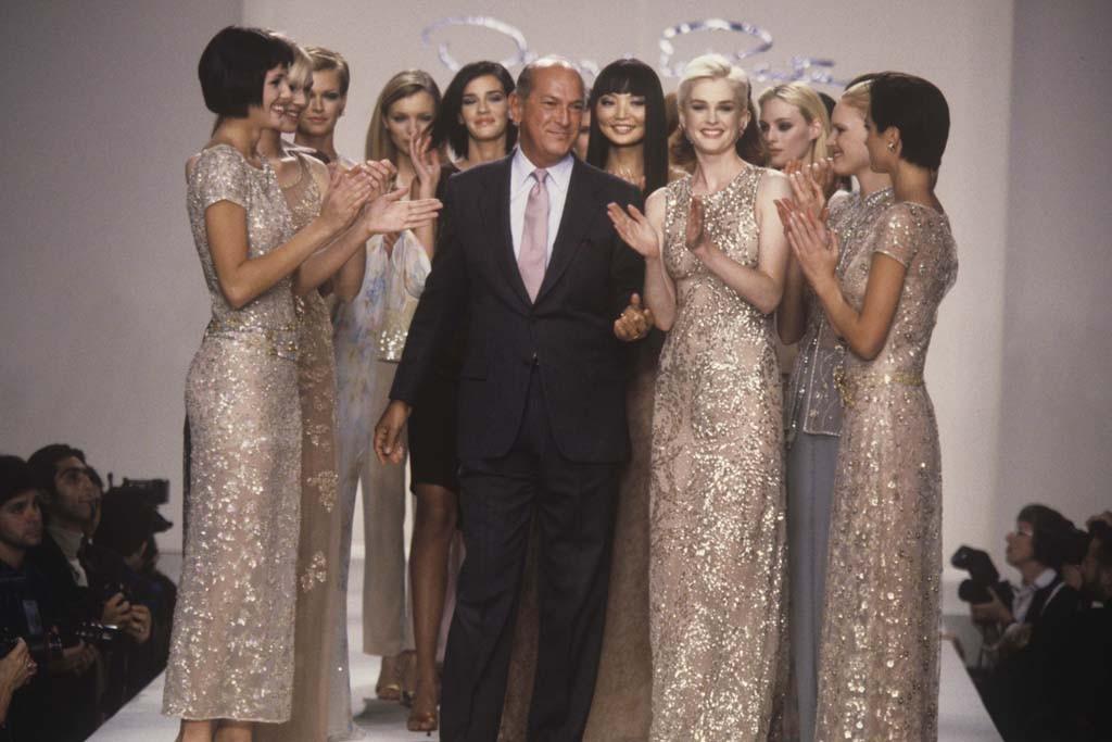 Oscar de la Renta con alcune modelle