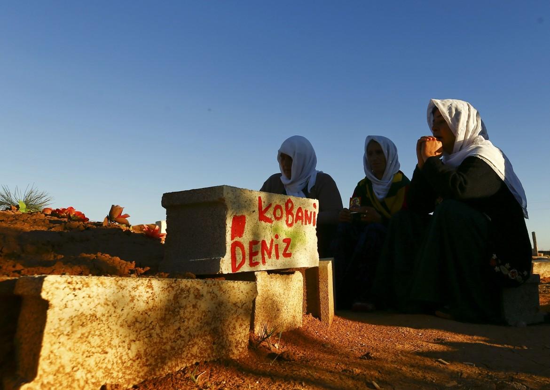 Il funerale di un combattente a Kobane
