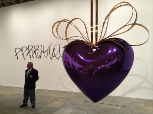 I graffiti alla mostra di Koons al Whitney