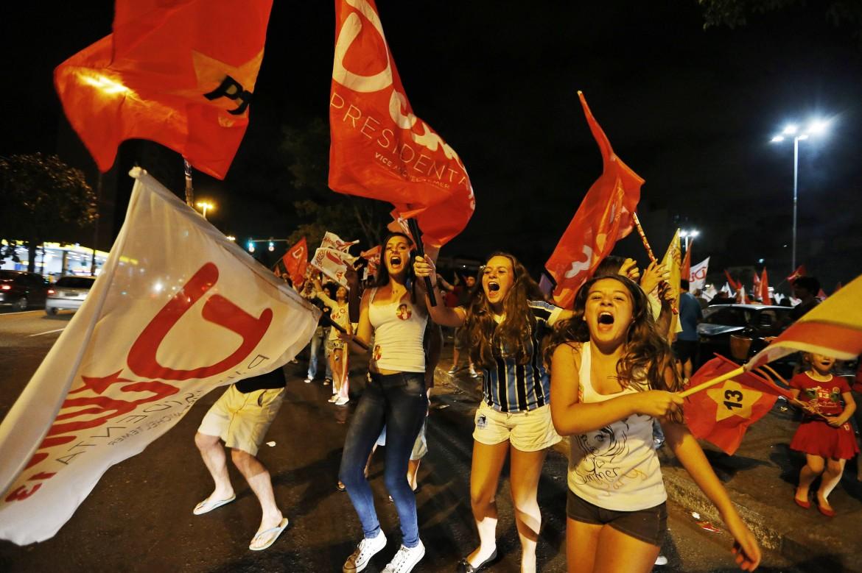 I festeggiamenti dell'elettorato di Dilma a Porto Alegre