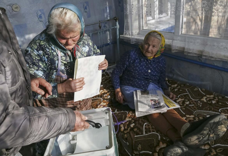Elettrici in un villaggio vicino a Kiev