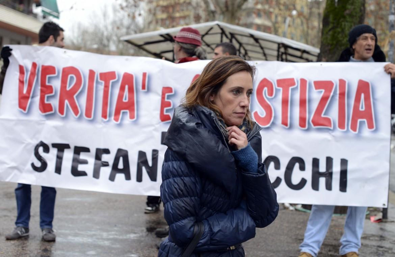 Ilaria Cucchi, la sorella di Stefano, davanti al tribunale della Corte d'Assise d'Appello di Roma