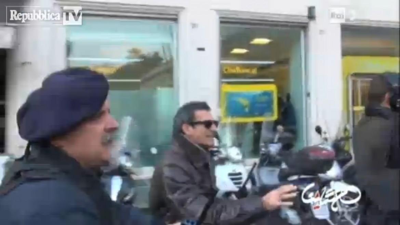 Il funzionario di polizia che ordina la carica contro gli operai dell'Ast