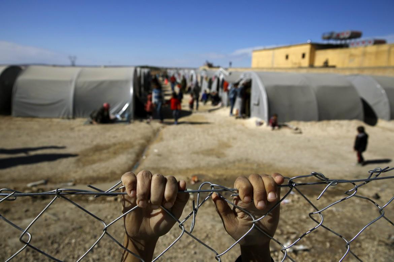 Rifugiati di Kobane al confine turco