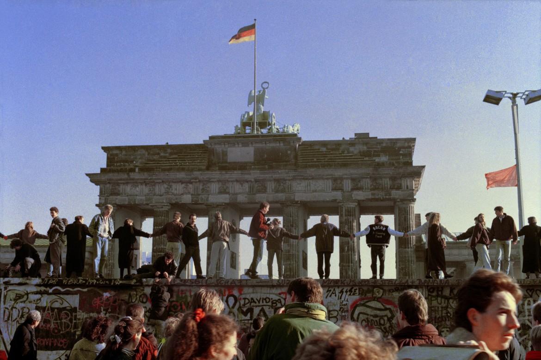 Berlino, 9 novembre 1989. Un'immagine dei giorni della caduta del Muro