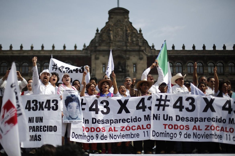 Marcia di protesta a Città del Messico
