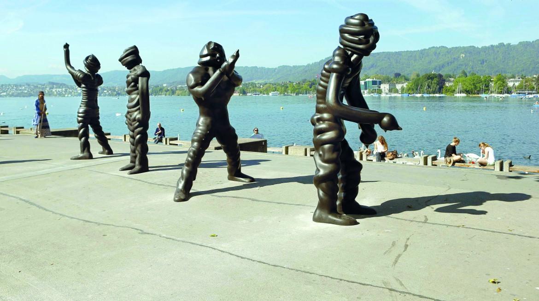 Sculture dell'artista Thomas Schuette sul Lago di Zurigo
