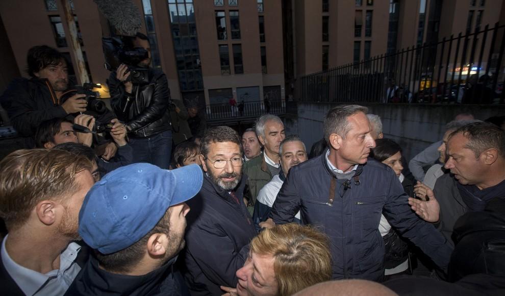 Il sindaco di Roma, Ignazio Marino, in visita a Tor Sapienza