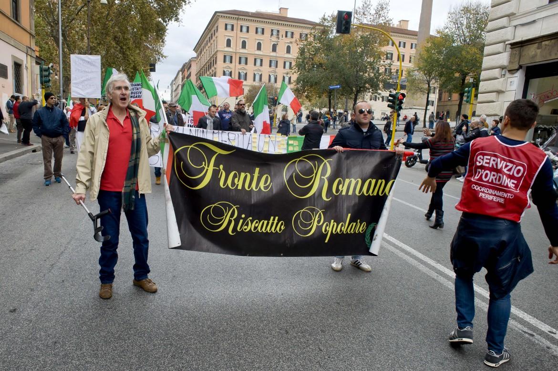 Roma, Andrea Insabato alla Marcia delle periferie contro l'amministrazione del sindaco Marino