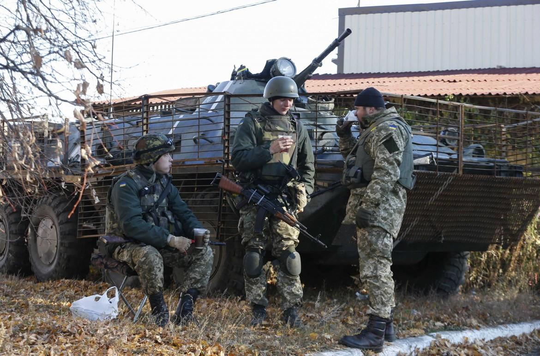 Laviansk, posto di blocco dell'esercito ucraino