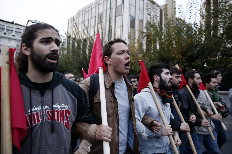 Gli studenti in piazza lunedì scorso a Atene