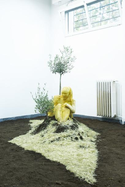 Un'installazione dell'artista nella galleria