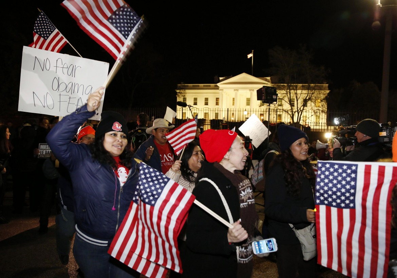 Washington, la festa ispanica davanti alla Casa bianca durante il discorso di Obama