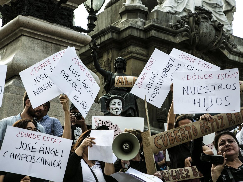 Città del Messico, manifestazione per i 43 scomparsi