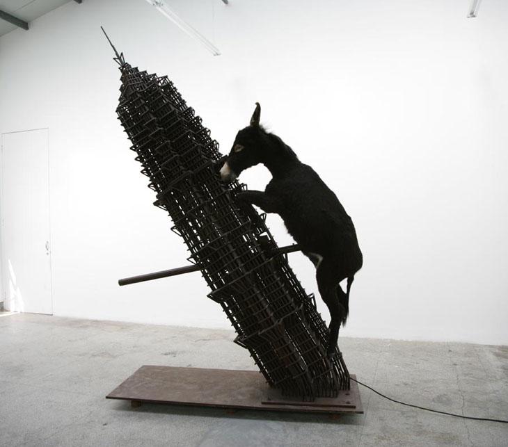 Un'installazione di Zhang Huan
