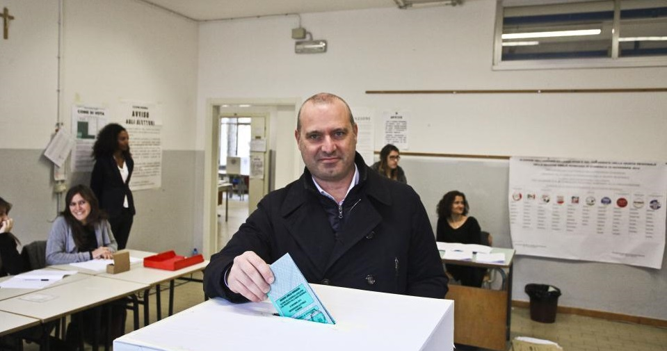 Stefano Bonaccini all'urna