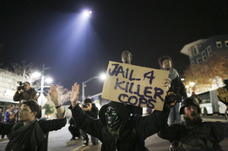 Ferguson, manifestanti chiedono giustizia e la prigione per gli agenti killer