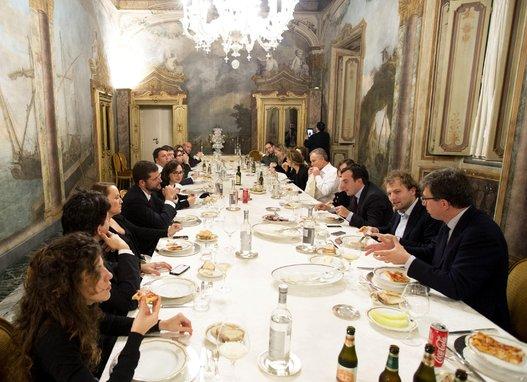 La cena a Palazzo Chigi con Renzi, Blair, ministri e attaché vari