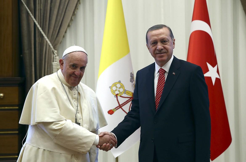Il papa ed Ergogan durante la visita apostolica a Istanbul