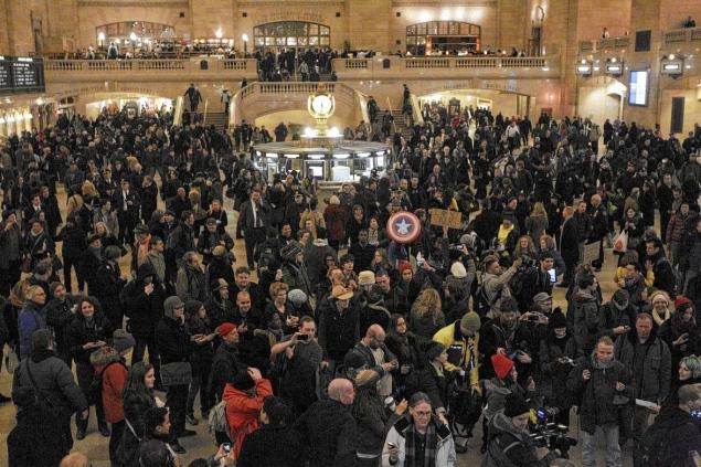 La protesta ieri a Grand Central Station
