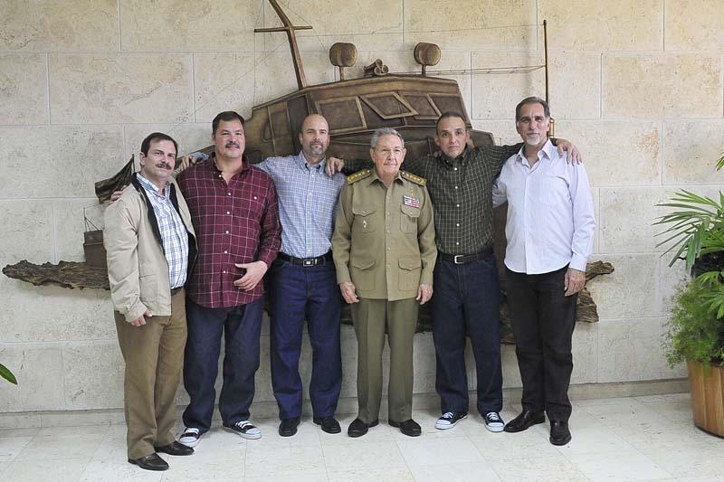I Cinque con il presidente cubano Raul Castro