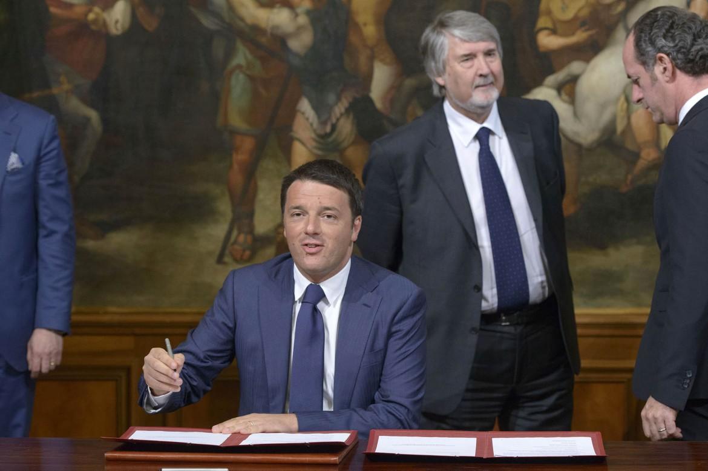 Il presidente del consiglio Matteo Renzi e il ministro del Lavoro Giuliano Poletti