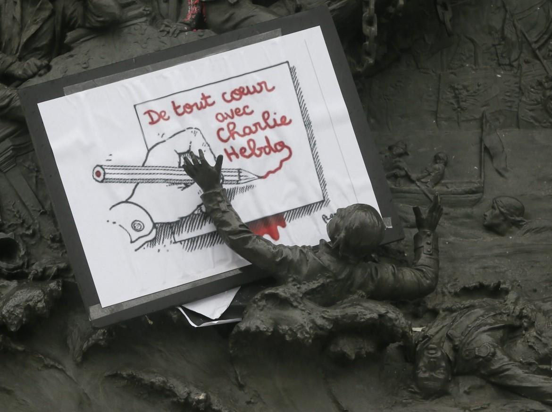 Un disegno di Plantu a Parigi nei giorni di cordoglio per l'attentato alla redazione del settimanale satirico