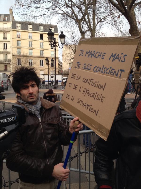 Un manifestante a Parigi, 11 gennaio 2015
