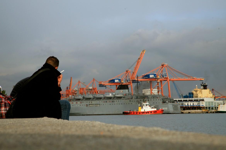 Sulla banchina del porto di Mersin