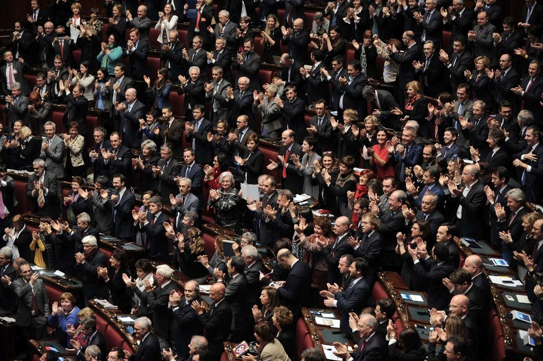 La guerra degli applausi al presidente il manifesto for Aula di montecitorio