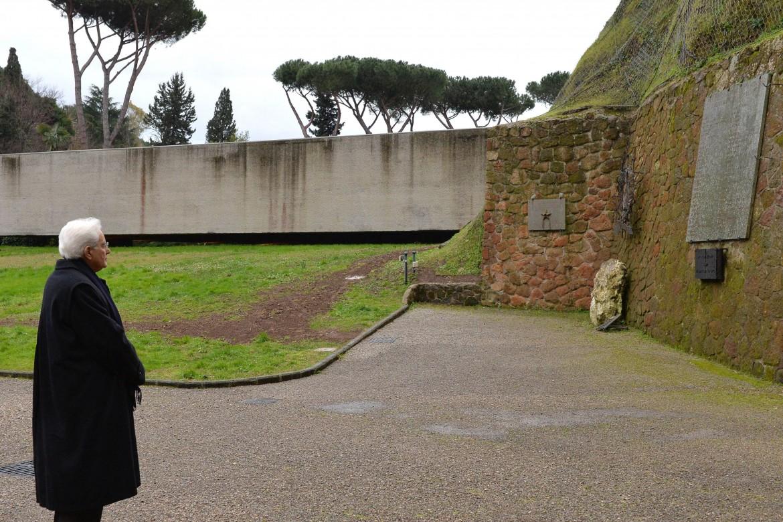 Sergio Mattarella alle Fosse Ardeatine