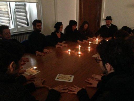 La seduta spiritica degli attivisti del Valle ieri all'occupazione dell'assessorato alla cultura di Roma