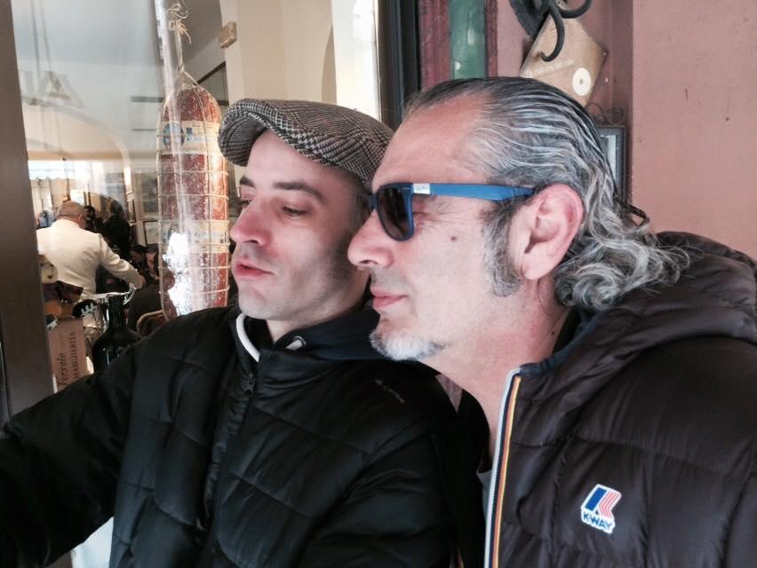 Luca Carboni è come Morandi: docile e partecipativo per ogni selfie al quale è invitato dai fans: ho contanto un 200 Morandi e un 100 Carboni, più o meno...