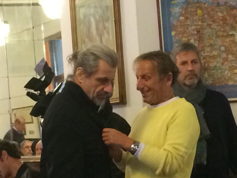 L'allegria del filosofo e la tristezza del comico. Due camerieri: Alessandro Bergonzoni  e Stefano Bonaga