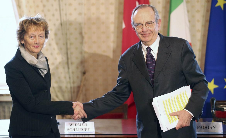 La firma dell'accordo Italia-Svizzera