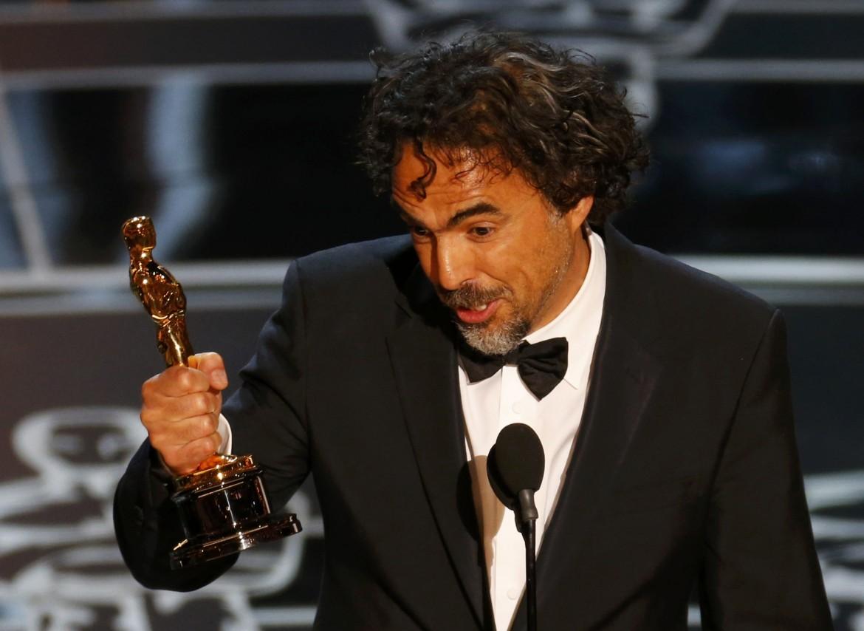 Il regista Inarritu, sotto Julianne Moore