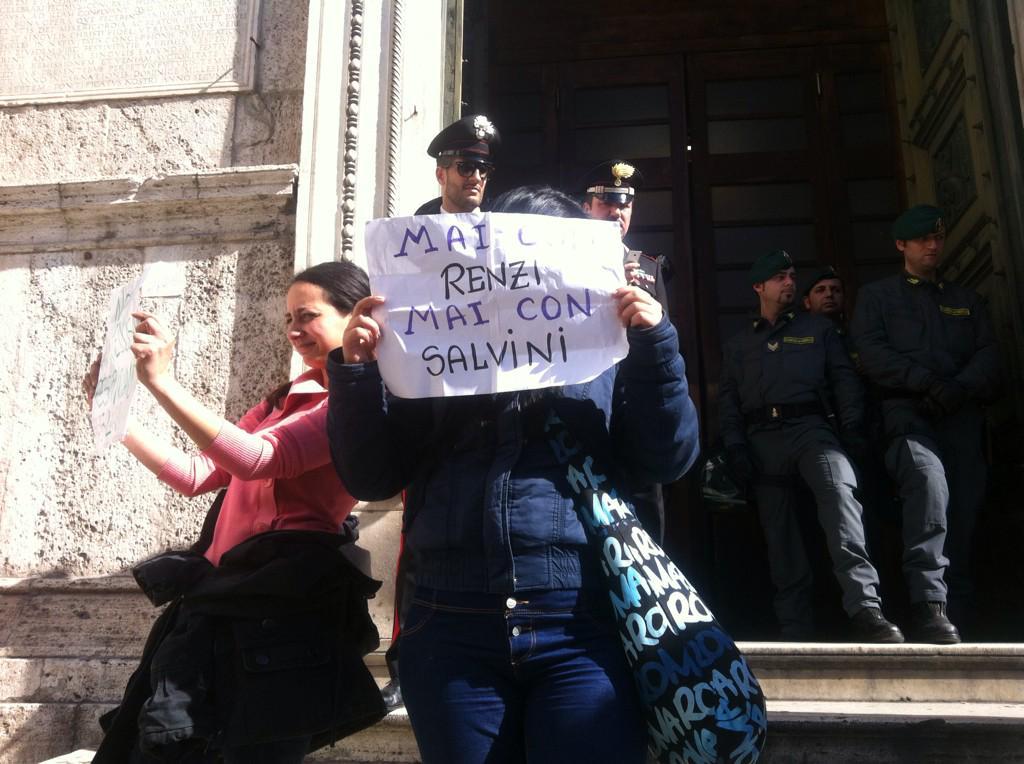 Un momento dell'occupazione di Santa Maria del Popolo ieri a Roma