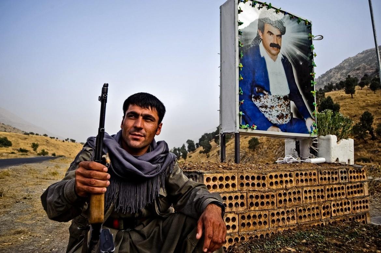 Un manifesto di Ocalan sulle montagne di Kandil, in Iraq