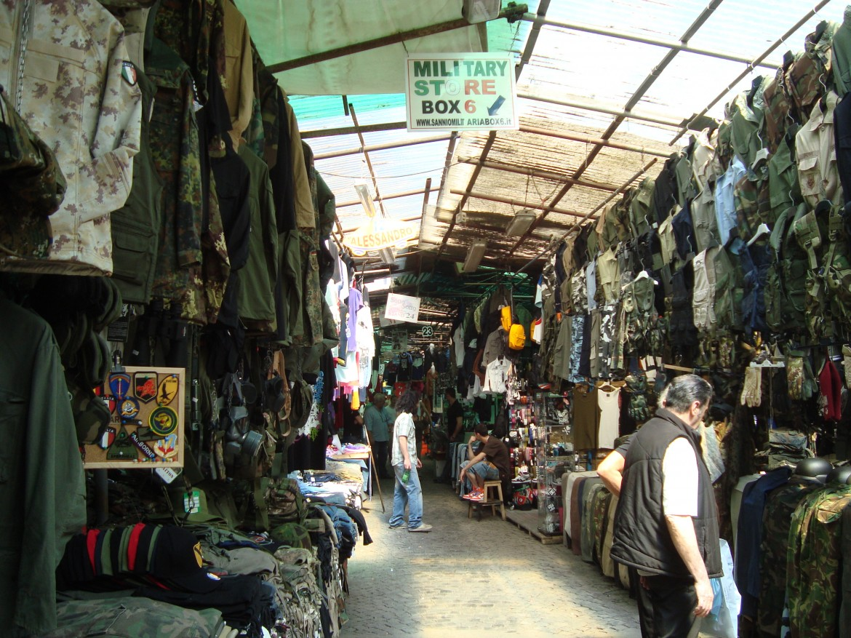 Il mercato di via Sannio a Roma