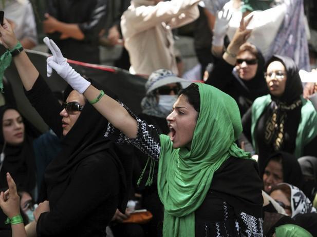 Teheran, proteste all'università
