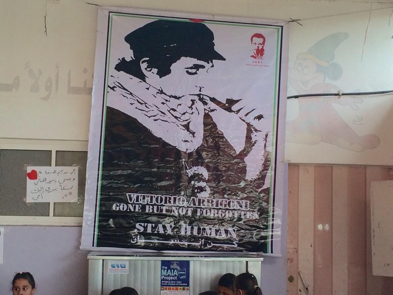 Un poster per ricordare Vittorio Arrigoni