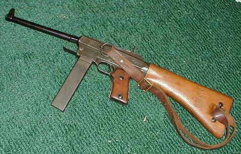 """Figura 20b - Fucile mitragliatore di produzione francese mas 38, l'arma del """"Colonnello Valerio"""", Valter Audisio."""