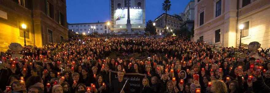Roma, Piazza di Spagna, aprile 2014: il flash mob di protesta contro la riforma Renzi-Giannini-Pd