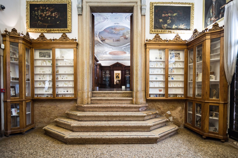 L'installazione «Treasures» di Silvina Der-Meguerditchian,  Monastero Mekhitarista di San Lazzaro degli Armeni, Venezia